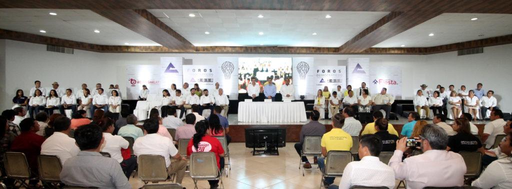 Canaco Mérida escucha compromisos de candidatos a diputados locales