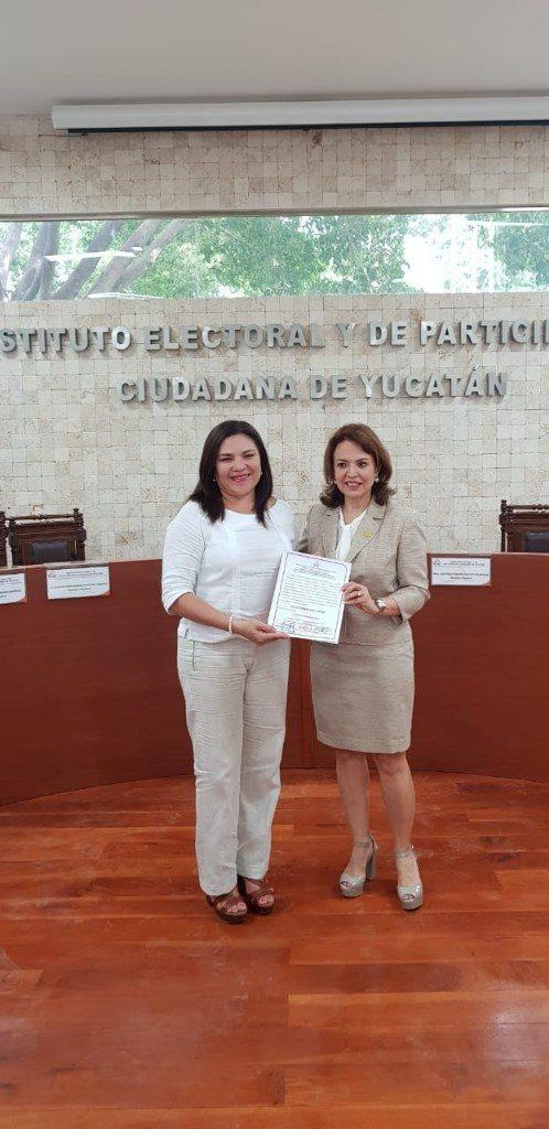 Rosa Adriana Díaz recibe su constancia de diputada local electa