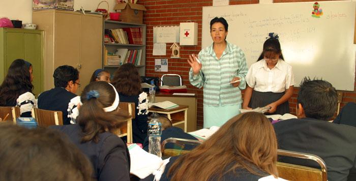 Es necesario redoblar los esfuerzos para mejorar la equidad en la educación, afirma la OCDE.