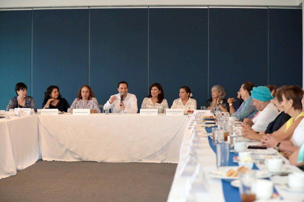 Mauricio Vila encabeza encuentro con organizaciones a favor de la mujer
